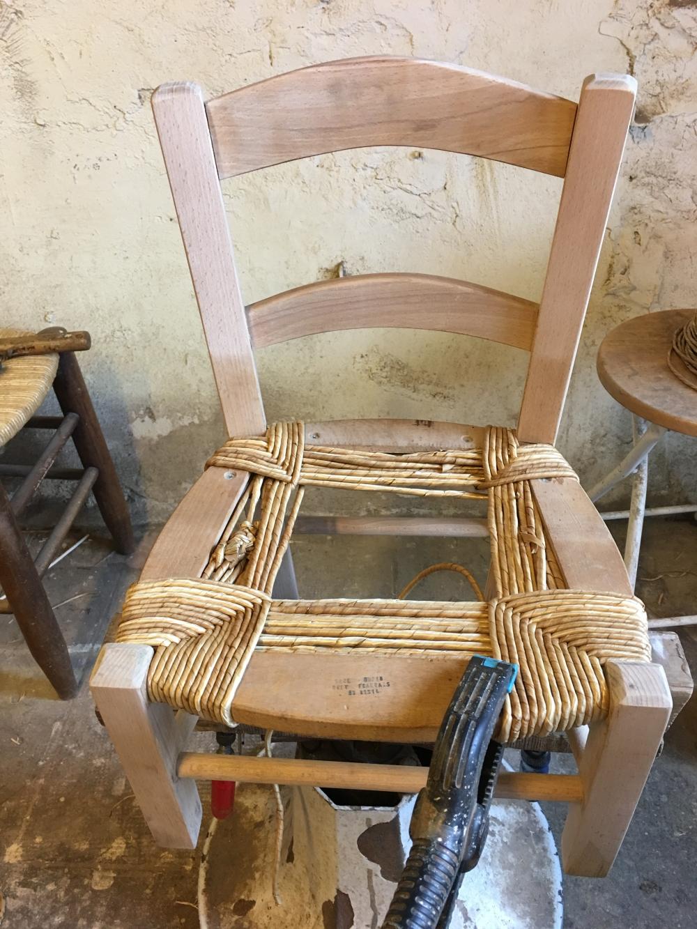 rempailleur de chaise fabulous empailleur de chaise dedans superbe grand santon de provence. Black Bedroom Furniture Sets. Home Design Ideas