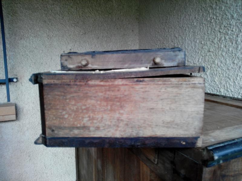 Cire pour meuble ancien photos de conception de maison for Peinture pour meuble ancien